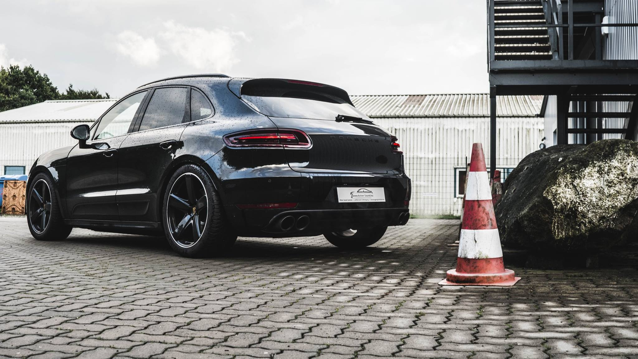 active suspension control porsche macan air suspension asc ble porsche macan. Black Bedroom Furniture Sets. Home Design Ideas